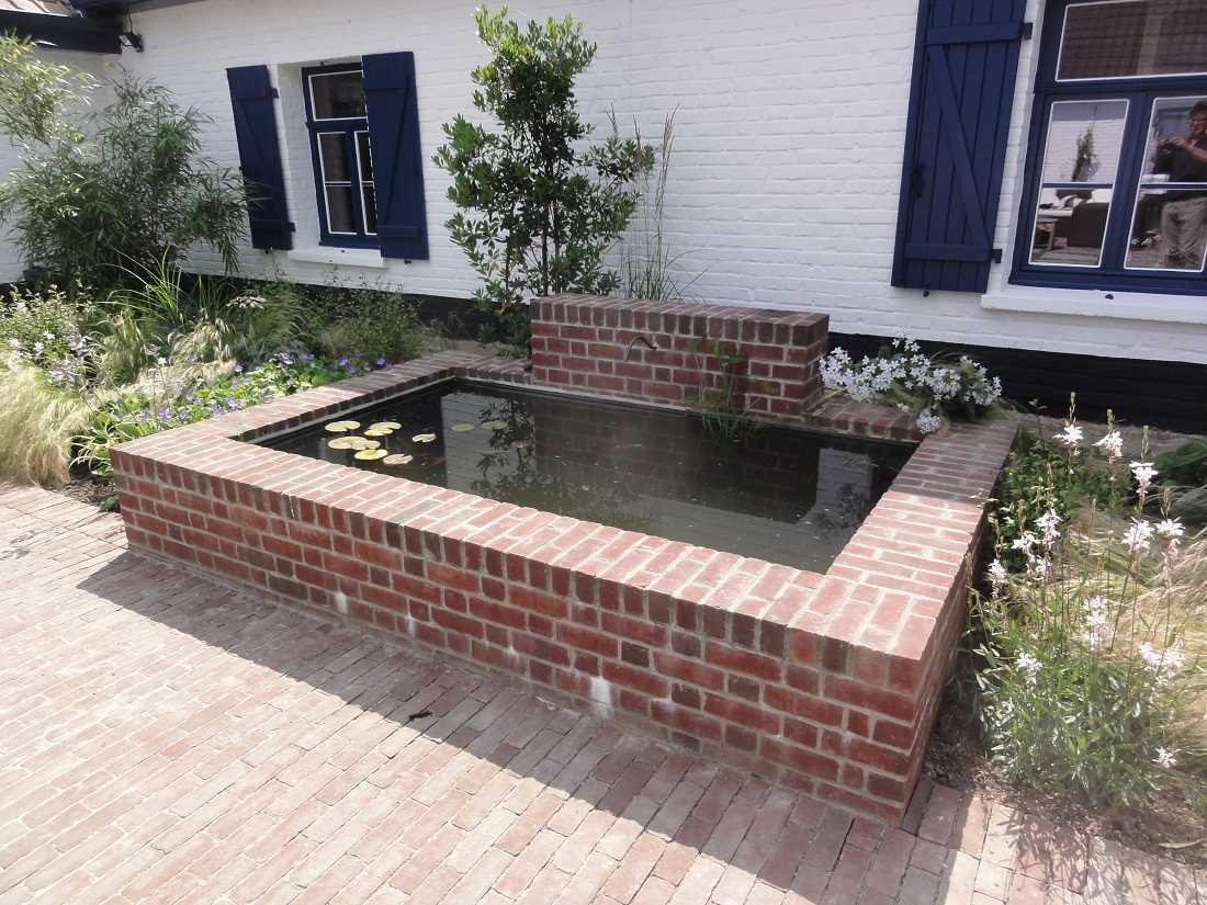 Bassin briques agr ment du jardin for Brique pour bordure de jardin